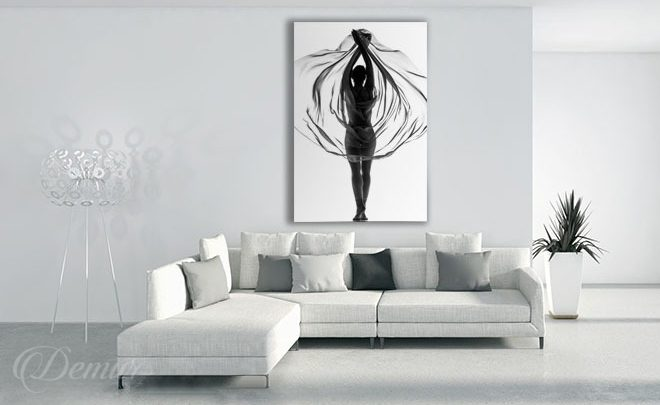 Embraced-with-tulle-black-and-white-wall-prints-demur